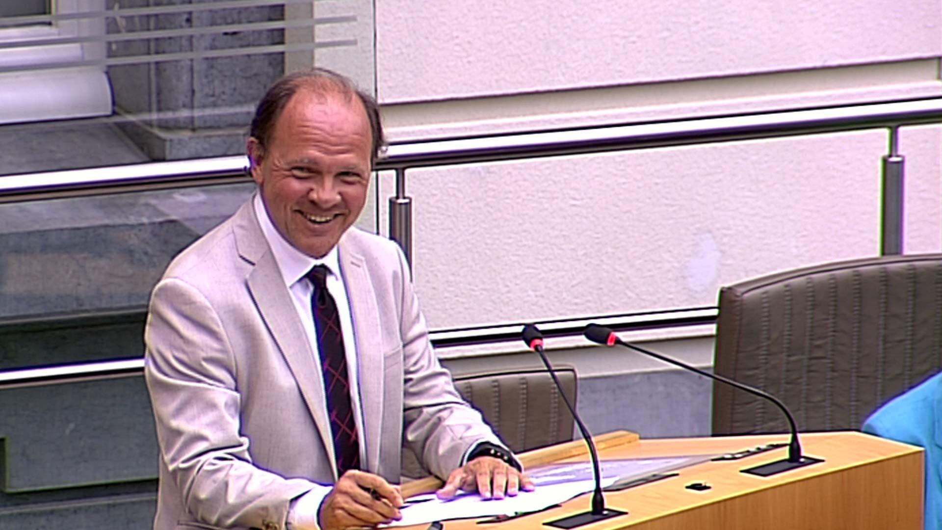 """#spraakmakers: """"Een standje bijsteken, da's activerend"""" - Philippe Muyters"""