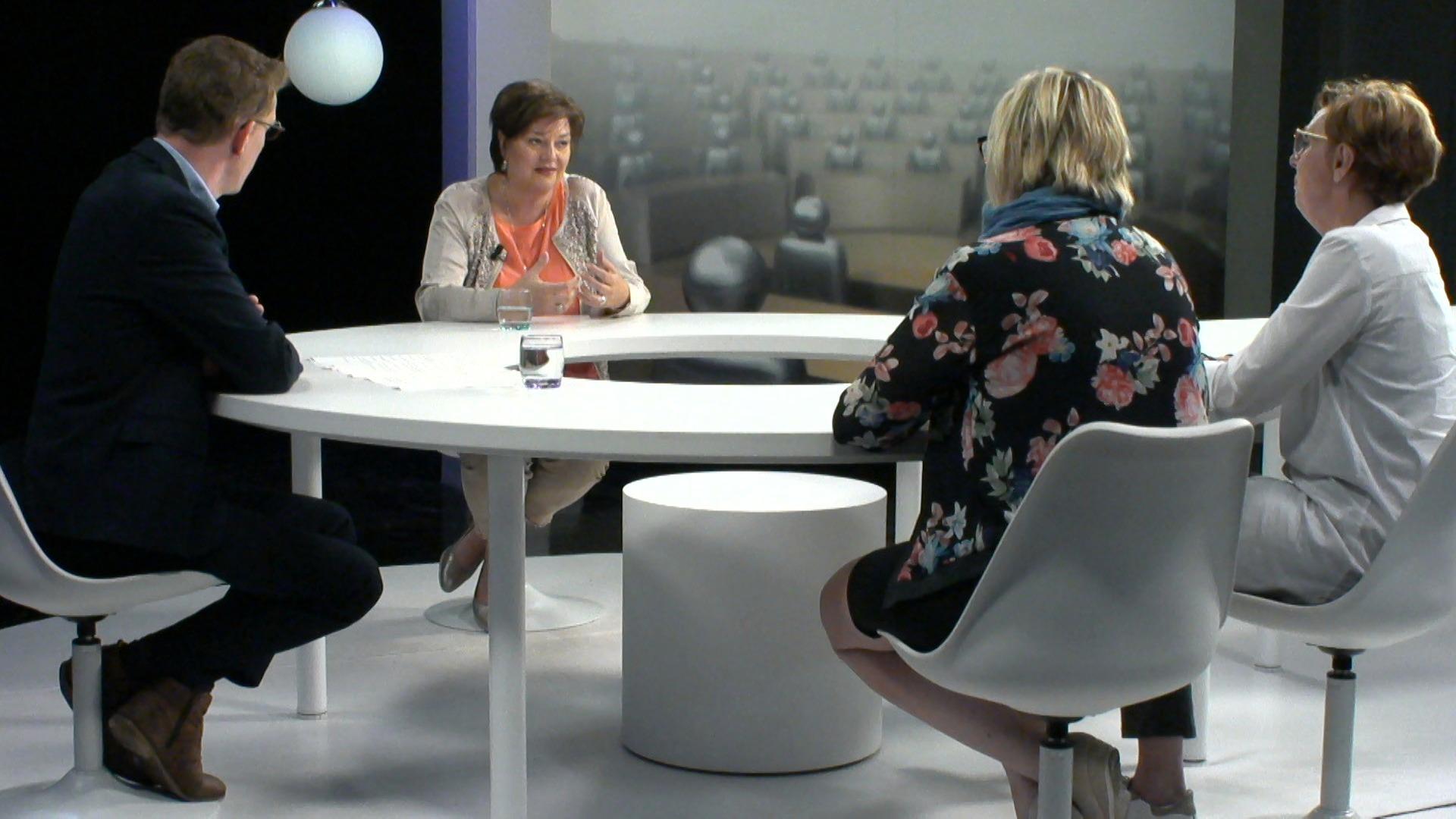 Het Debat: Seks en intimiteit voor zorgbehoevenden - met Tine van der Vloet, Martine Taelman en Miek Scheepers