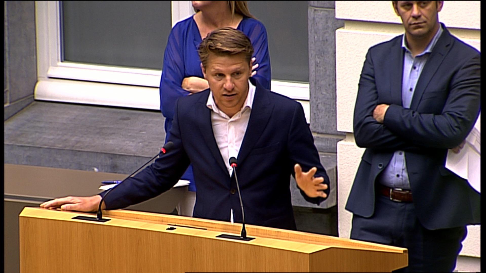 """#spraakmakers: """"Minister, kunt u deze stommiteit vermijden?""""- Axel Ronse"""
