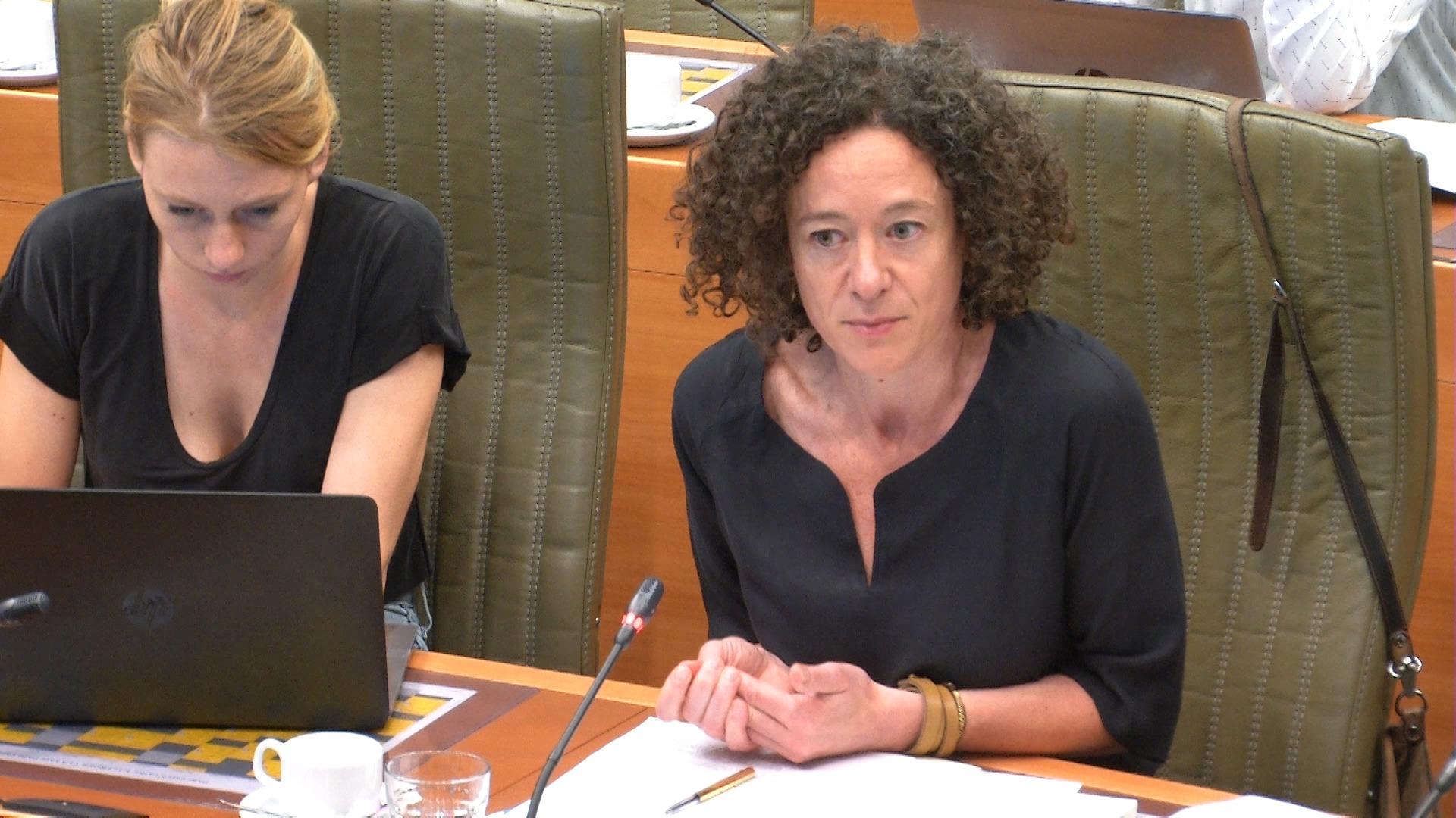 """#spraakmakers: """"Laten we een prioriteit maken van die gevangenissen"""" - Yasmine Kherbache"""