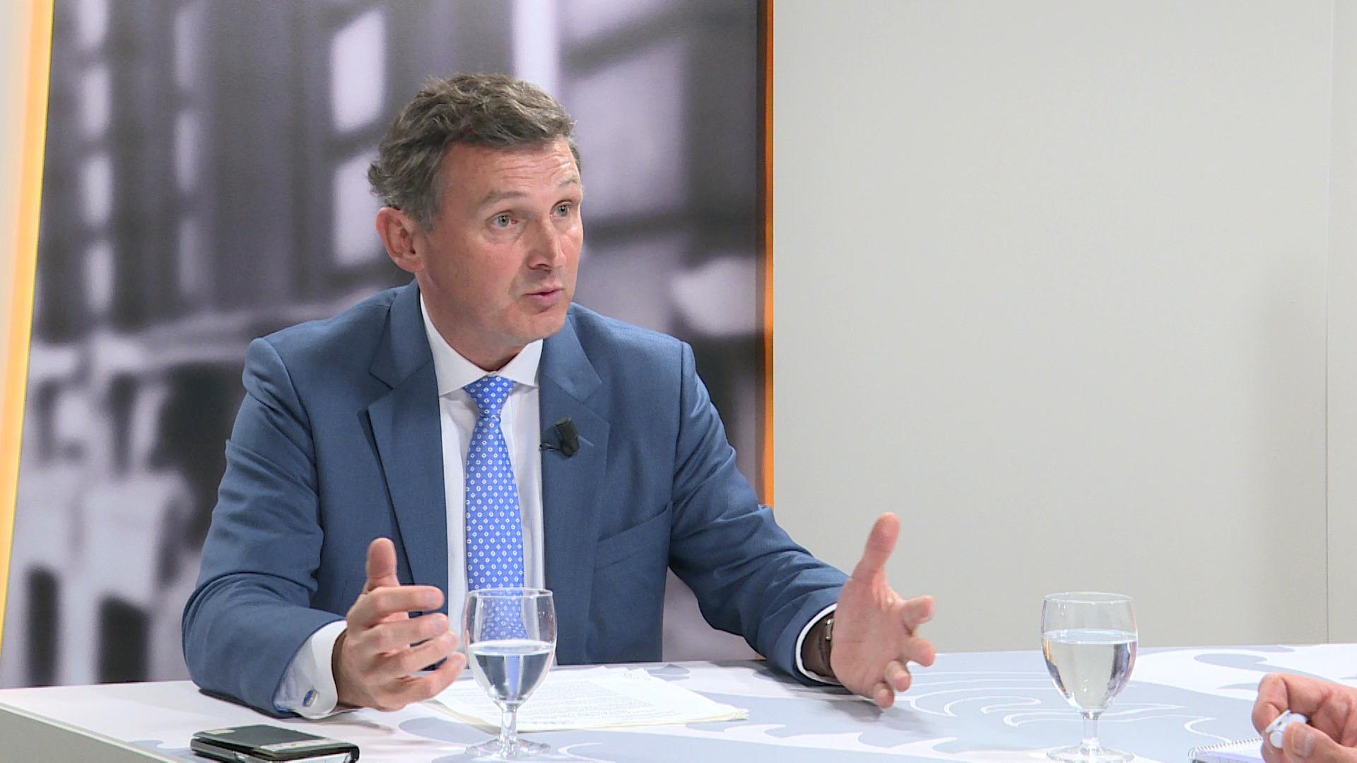 Studio Vlaams Parlement: Karl Vanlouwe over belangenconflict Brusselse decumulregels