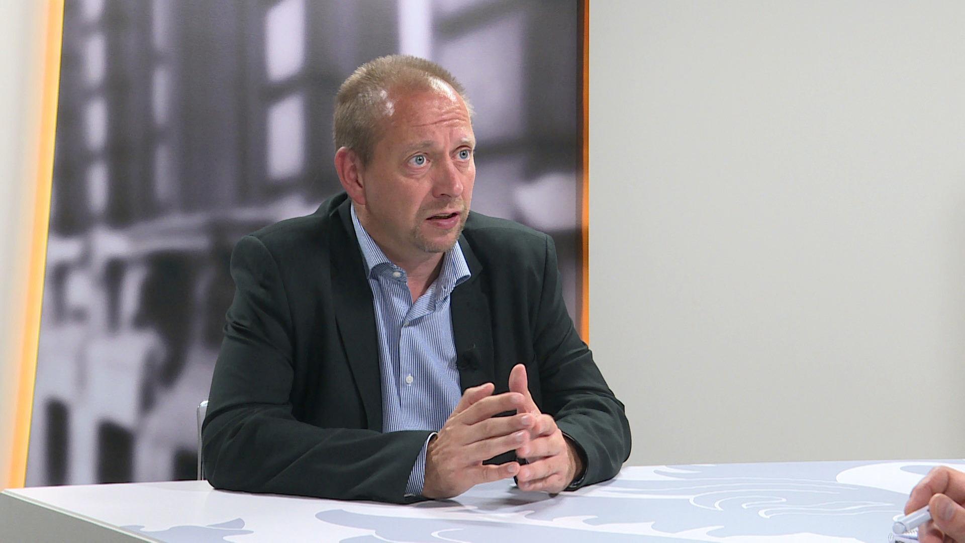 Studio Vlaams Parlement: Bart Van Malderen over het armoedebeleid van Liesbeth Homans