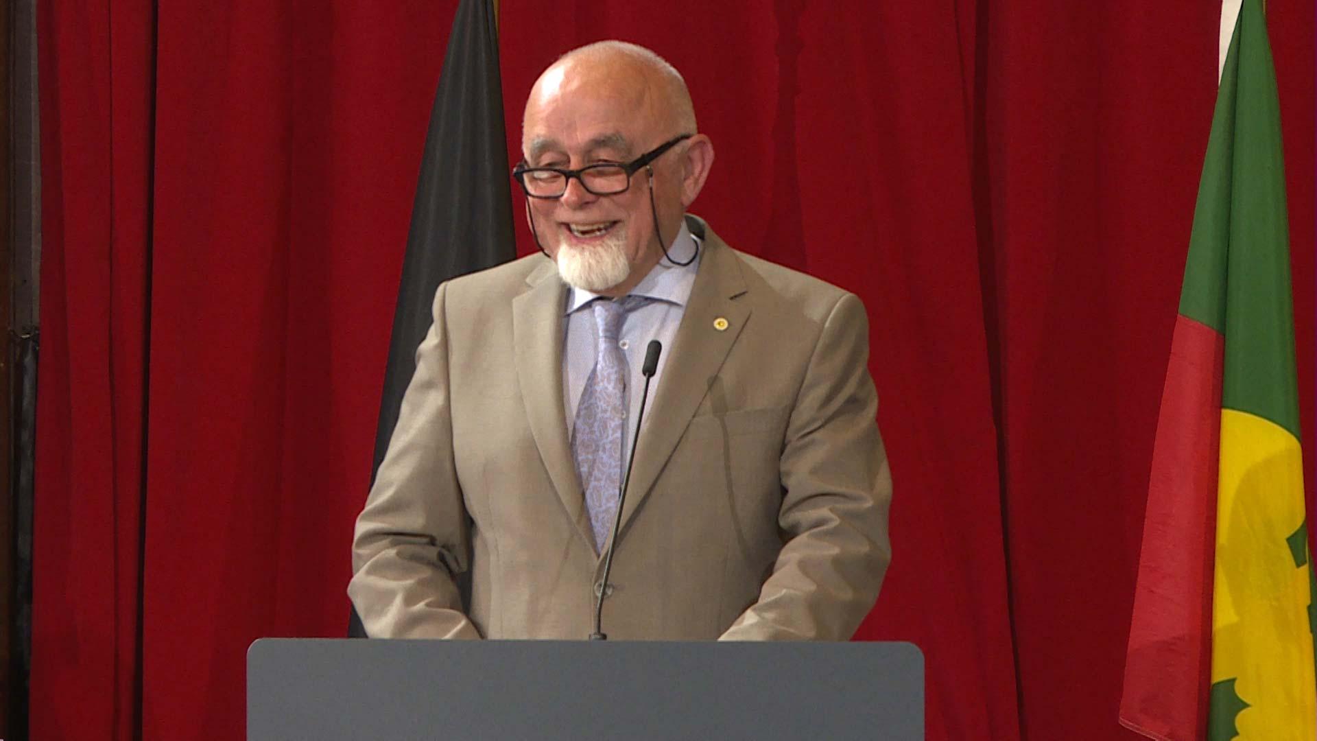 "#spraakmakers: ""Maak van 11 juli een betaalde feestdag"" - Jan Peumans"