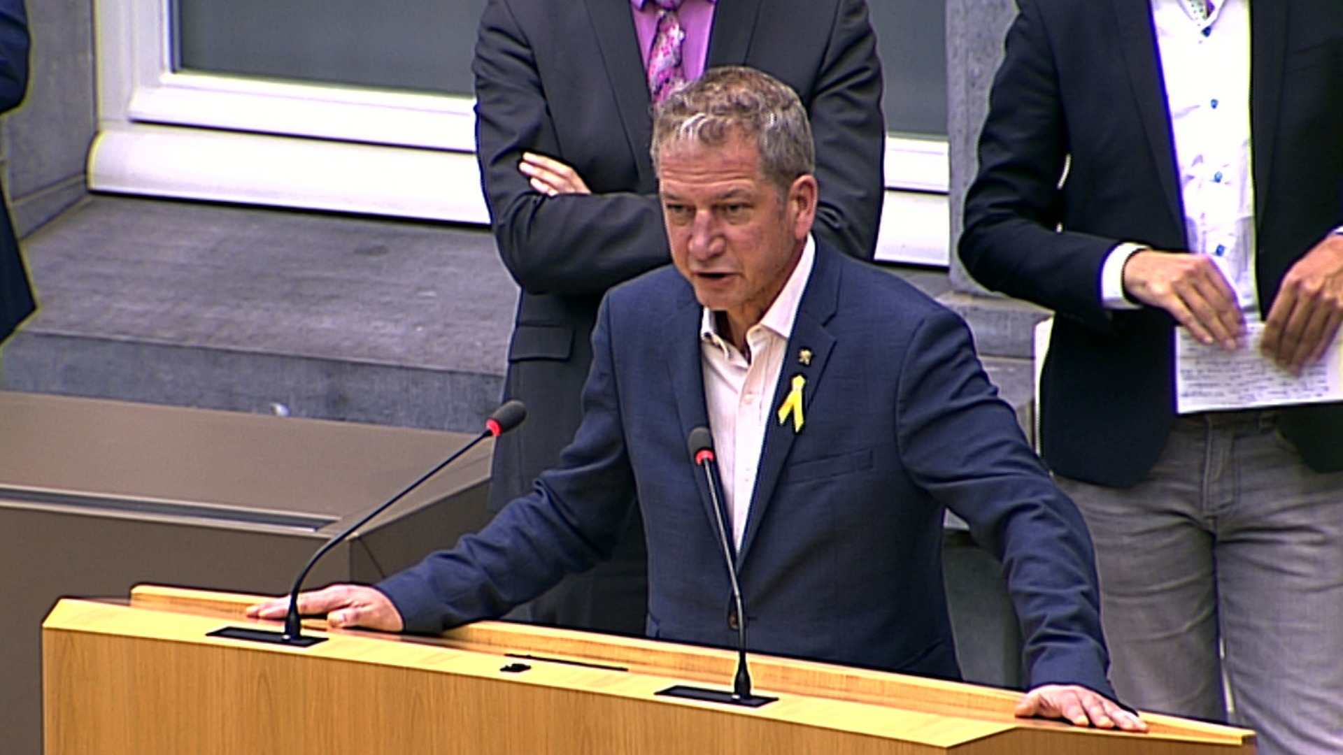 """#spraakmakers: """"We laten ons toch niet muilkorven door een ander land?"""" - Jan Van Esbroeck"""
