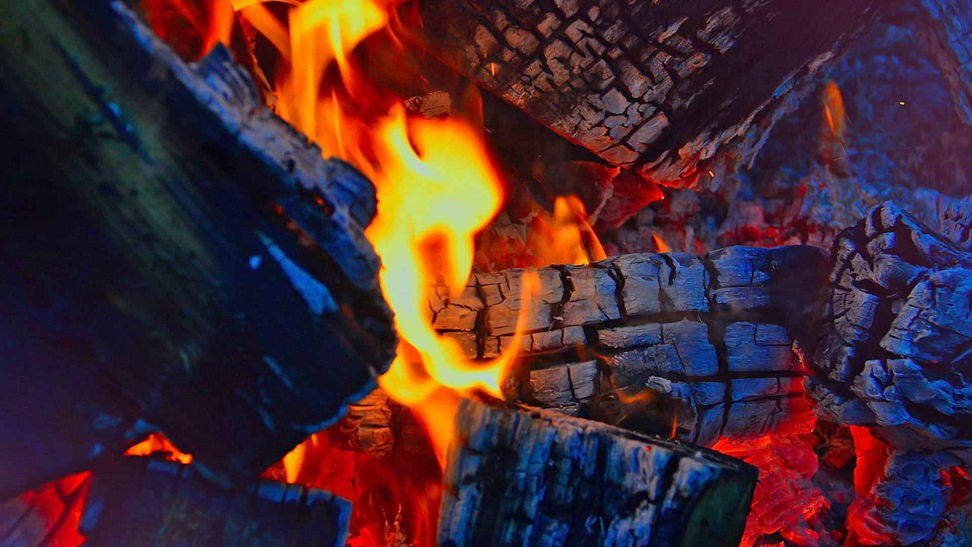 Houtkachels moeten helft minder schadelijke stoffen uitstoten
