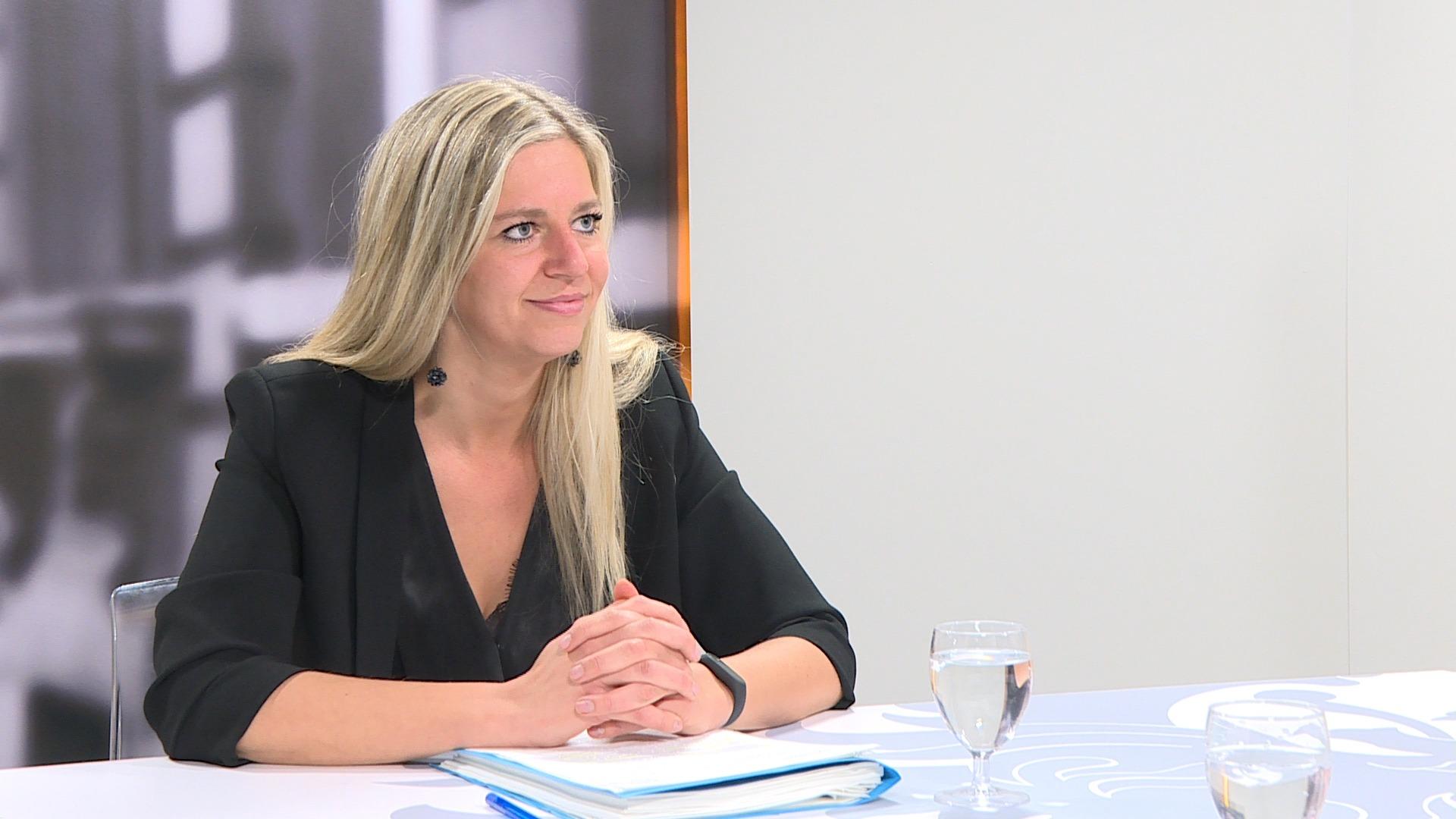 Studio Commissie: Gwenny De Vroe over de uitstoot van houtkachels
