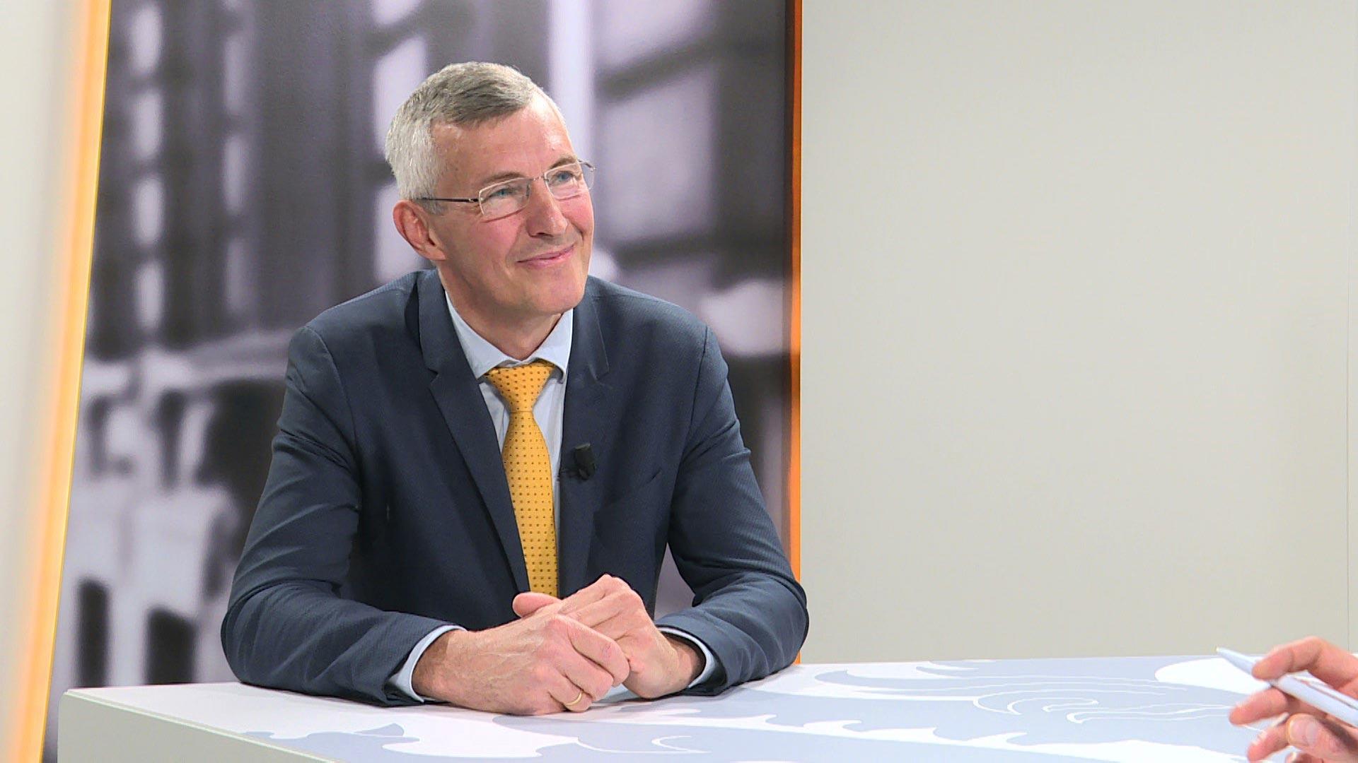 Studio Vlaams Parlement: Peter Persyn over de commercialisering van de residentiële ouderenzorg
