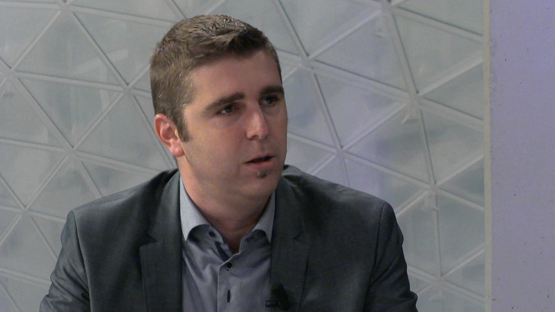 """""""Geen overheidsgeld gebruiken om profvoetballers te betalen"""" - Bert Moyaers"""
