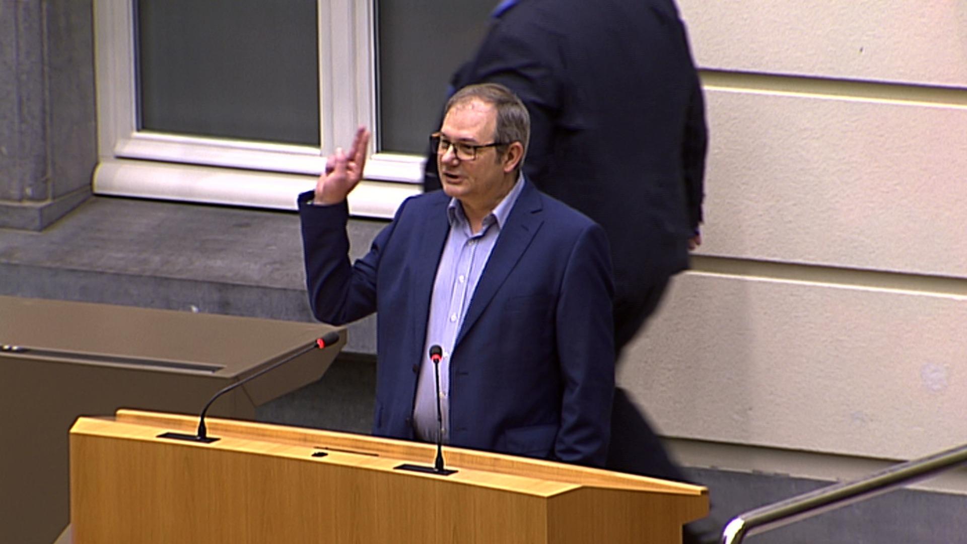 """#spraakmakers: """"Ik zweer de grondwet na te leven""""- Maurice Helsen"""