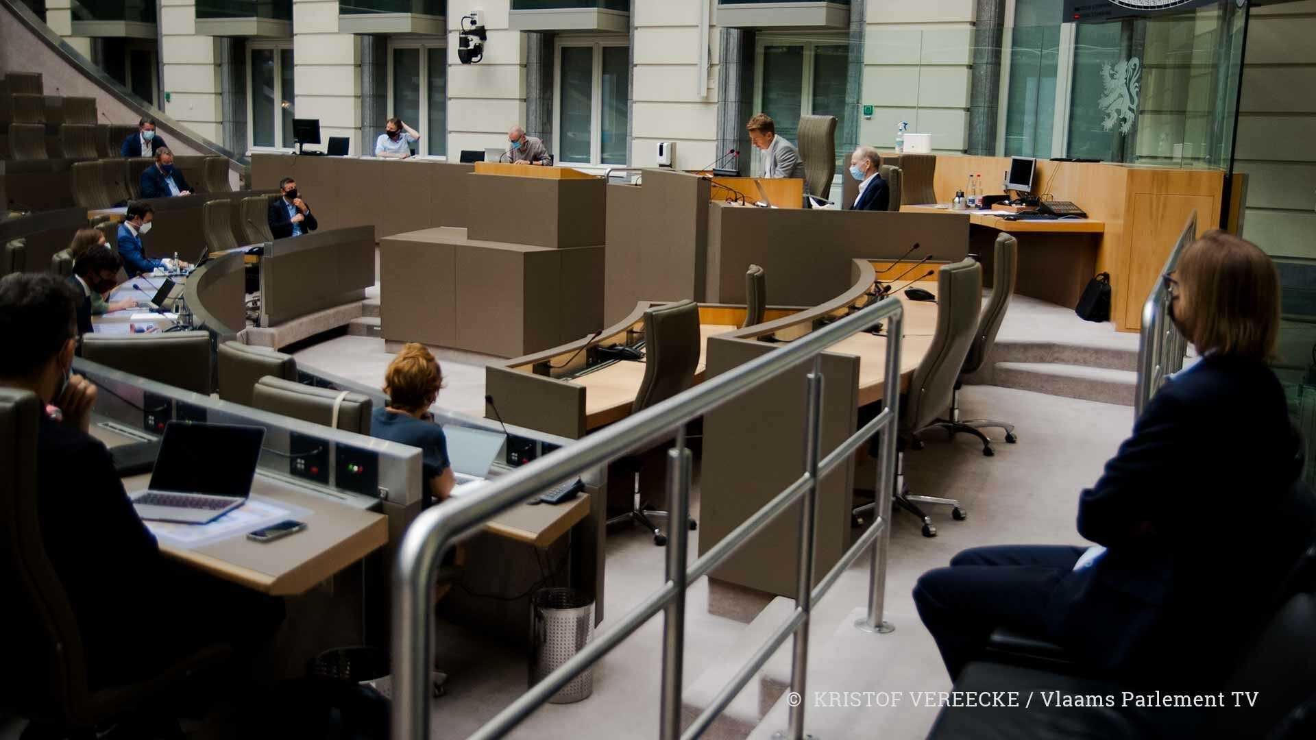 De onderzoekscommissie PFOS in de Koepelzaal van het Vlaams Parlement
