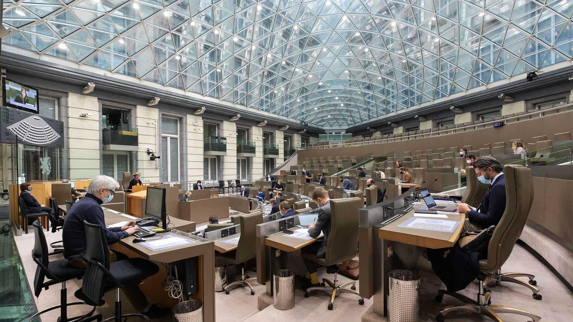 Het vragenuurtje - Koepelzaal van het Vlaams Parlement
